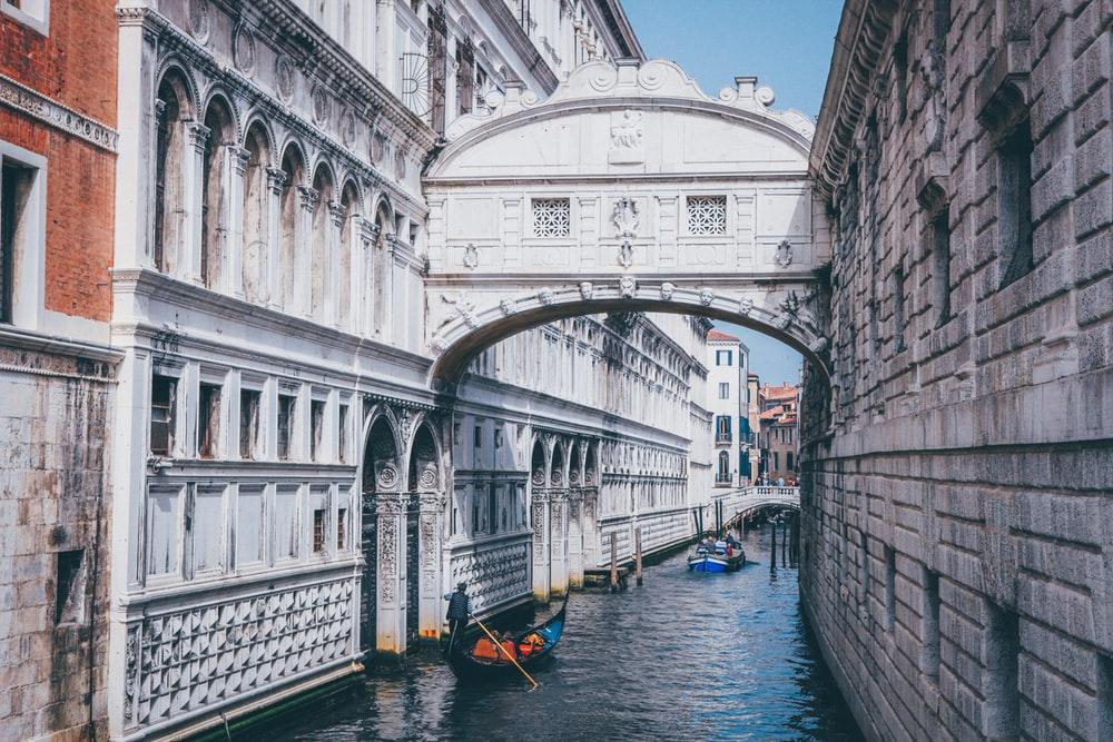 اقامت ایتالیا از طریق تمکن مالی